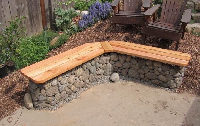 Садовая лавка из габионов
