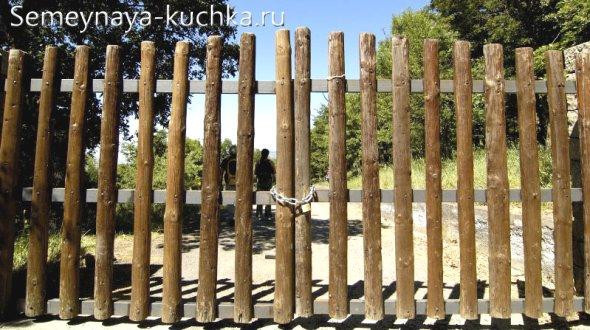простые ворота из дерева
