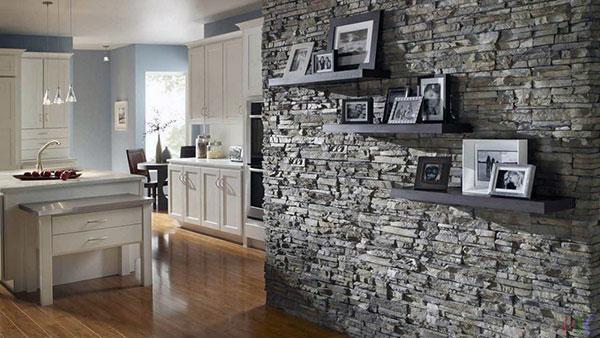 Внутренняя отделка стены искусственным камнем
