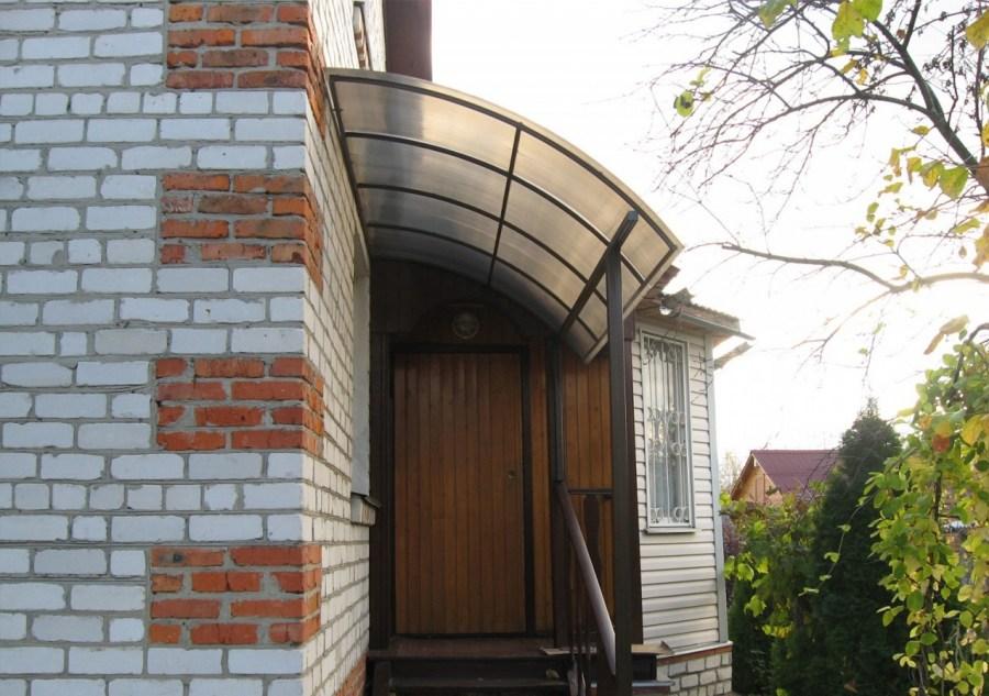 козырек над дверью частного дома