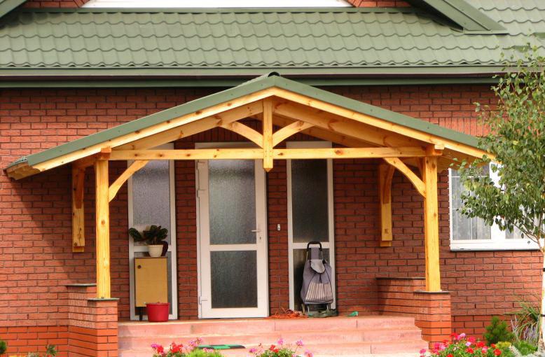 красивое крыльцо с козырьком частного дома фото