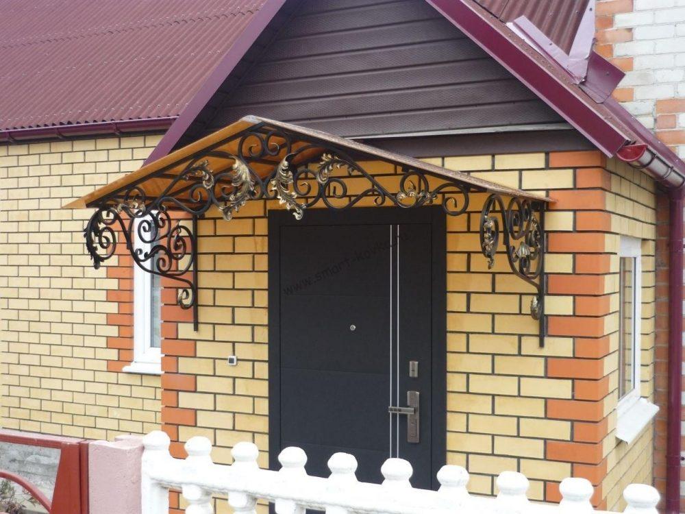 как сделать козырек над дверью частного дома