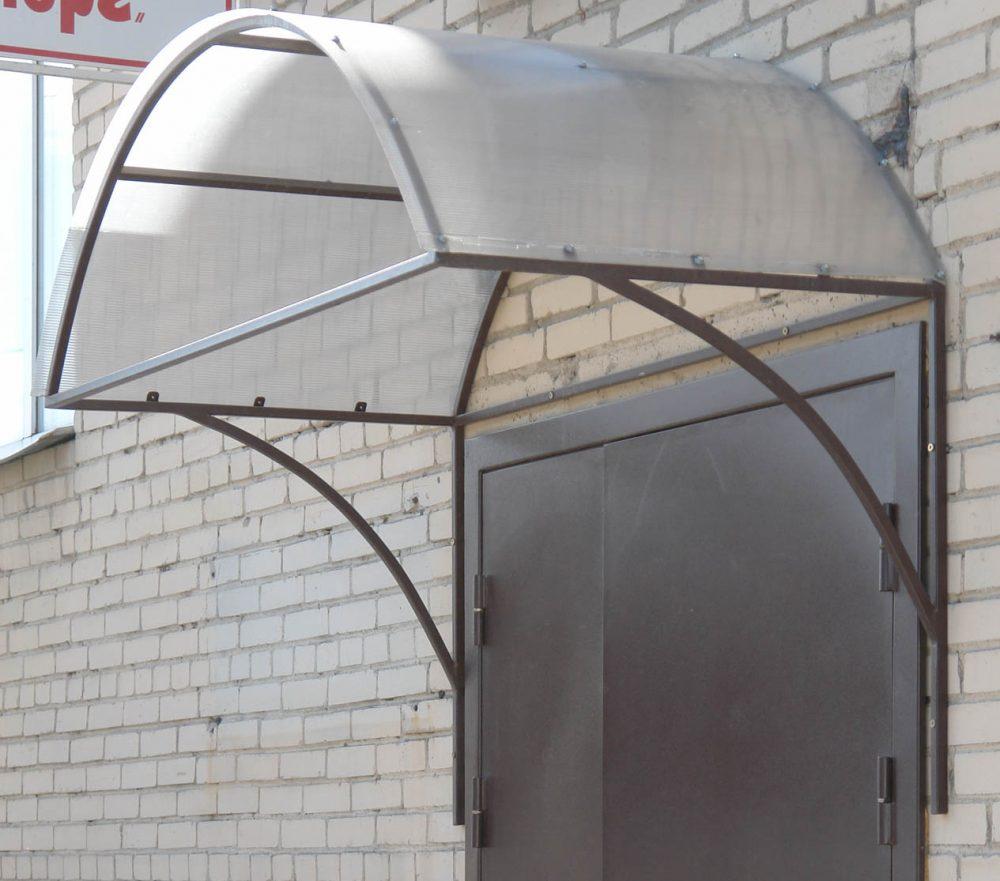 Сварной каркас имеет простую конструкцию и под силу даже начинающему мастеру