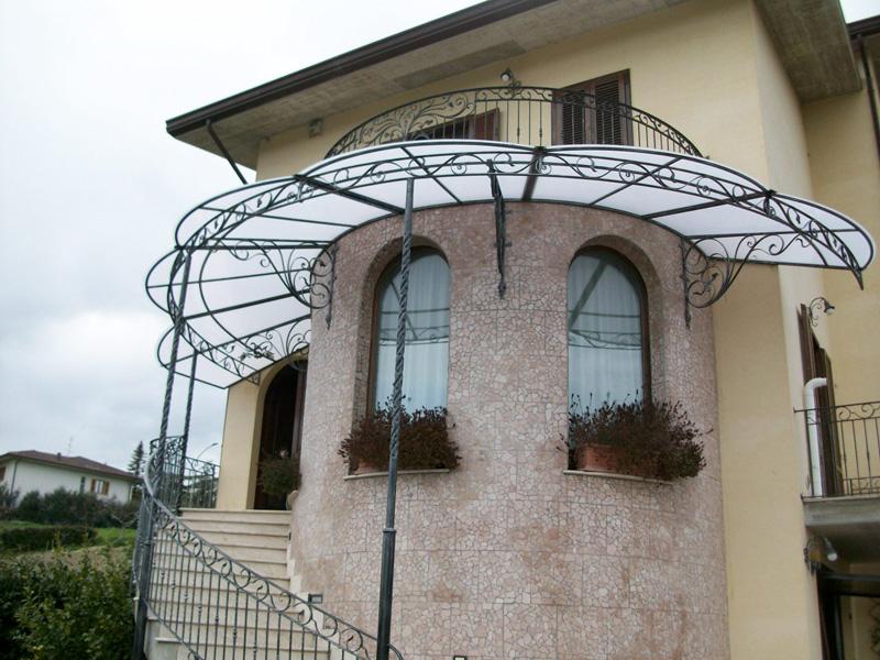 Вы можете встретить и другие необычные формы, которые дополняют архитектурные изыски фасадов