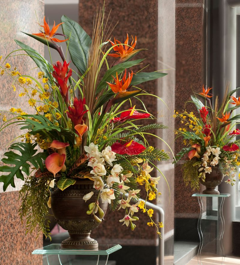 Красивый букет из искусственных цветов