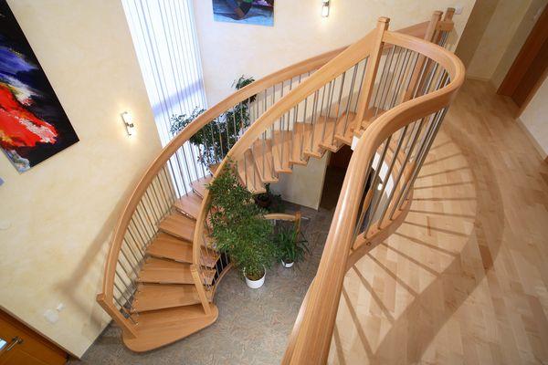 Криволинейная одномаршевая лестница