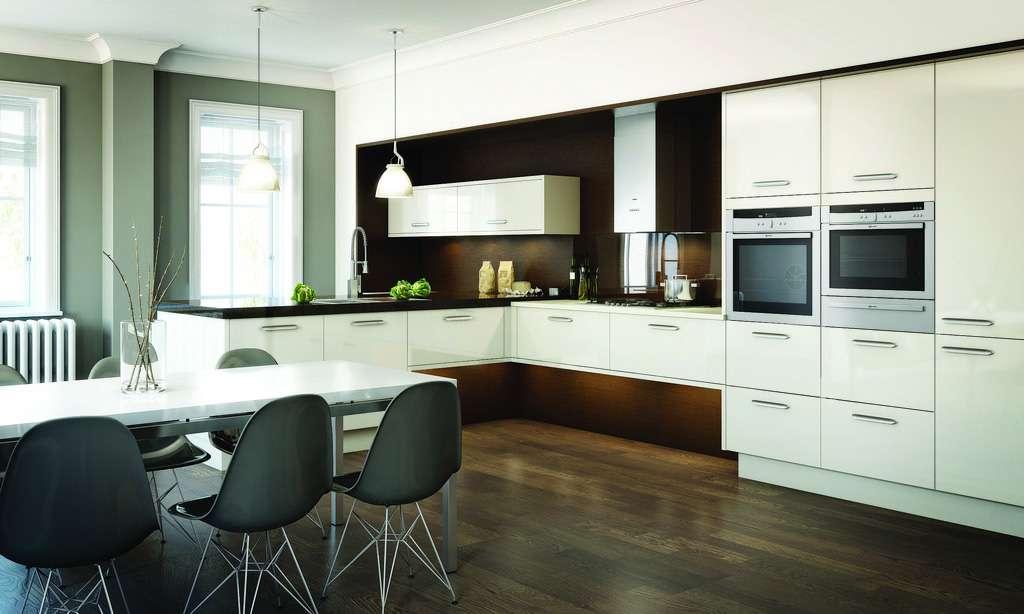 совмещённая кухня с гостиной в стиле хай тек