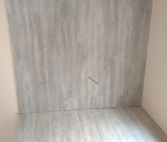 Стена обшитая ламинатом