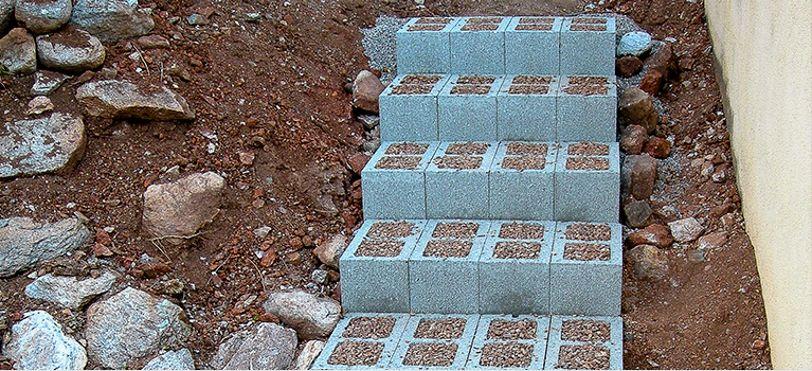 Лестница из блоков и керамзитовой засыпки