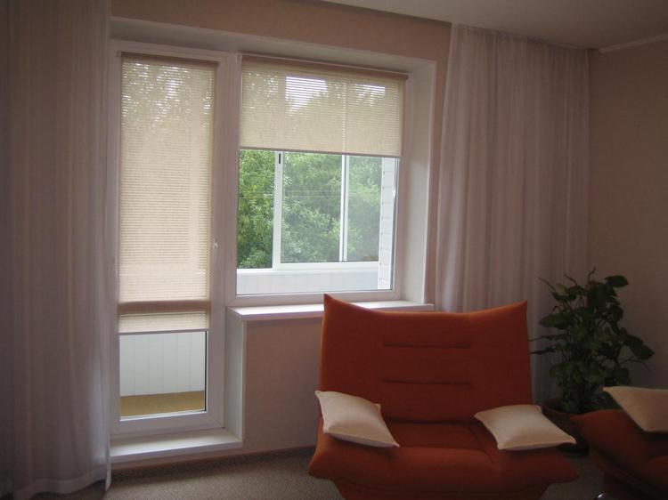 рулонные шторы на дверь и окно