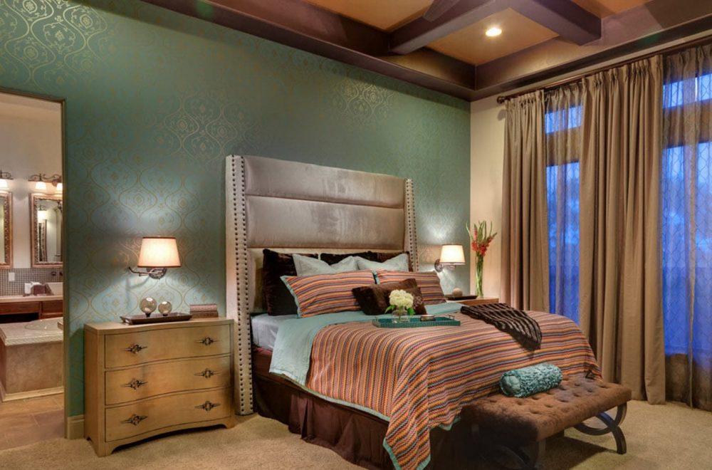 Имея в наличии трубку красивых обев, несложно создать яркий композиционный акцент и центр спальни