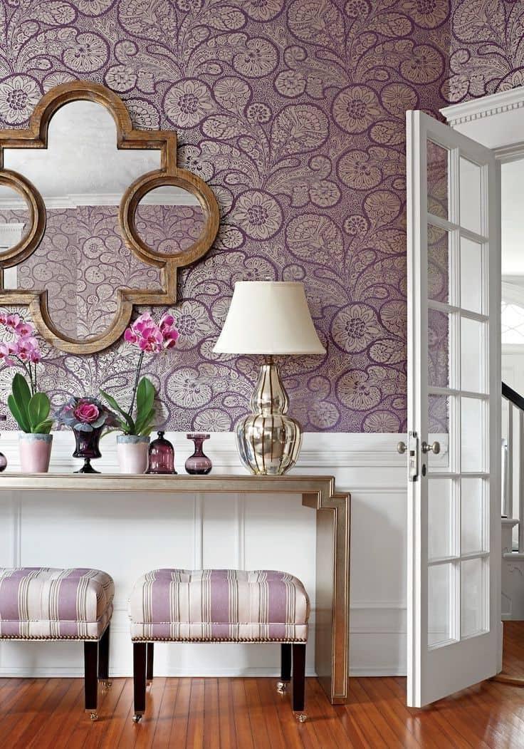 Обои на текстильной основе - идеальный вариант для классического интерьера спальни