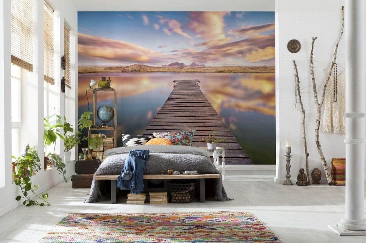 Интересная задумка оформления спальни с небольшим количеством мебели и аксессуаров