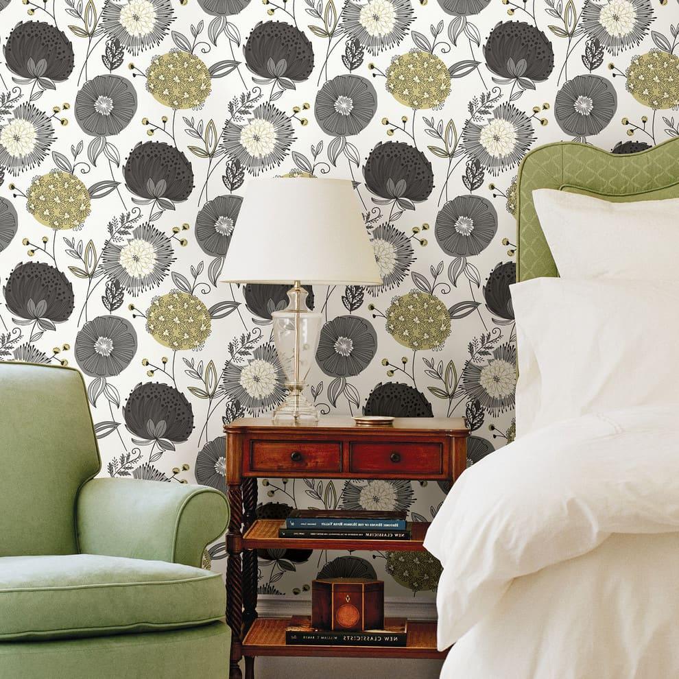 На фото вы видите прекрасный пример правильно подобранных обоев в спальню
