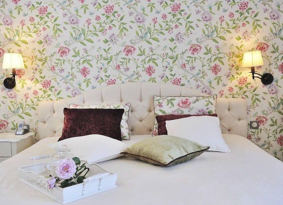 Утонченный и оригинальный дизайн обоев в нежном бело-зелено-розовом исполнении