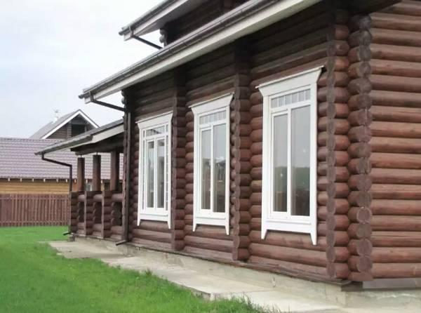 окна в деревянном доме