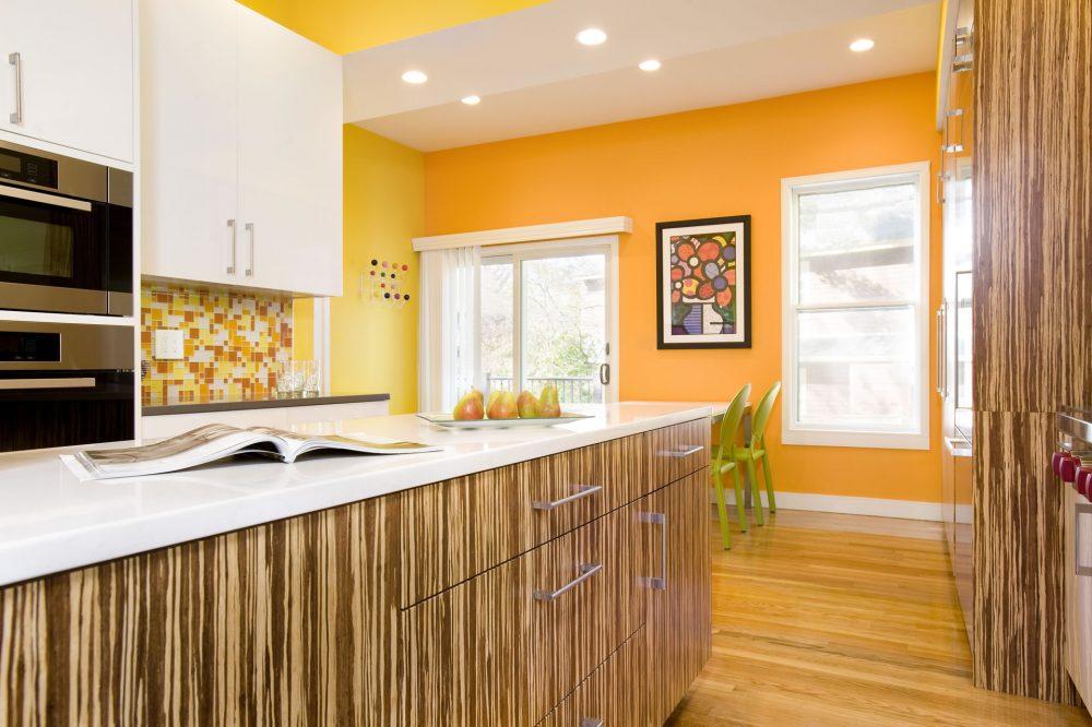 оранжевый цвет стен в кухне