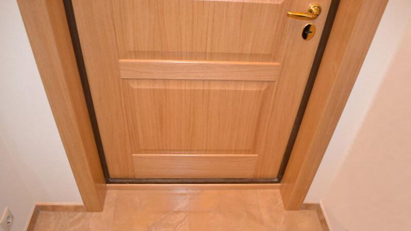 Внутренние откосы входной двери