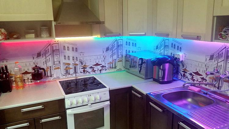 Установив RGB-подсветку, можно играть цветами в зависимости от настроения