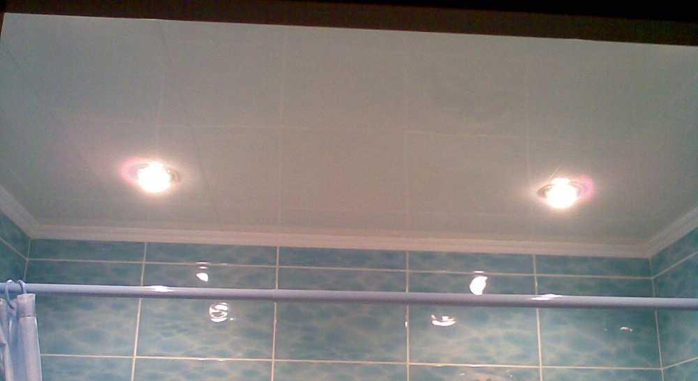 Потолок из бесшовных пластиковых панелей