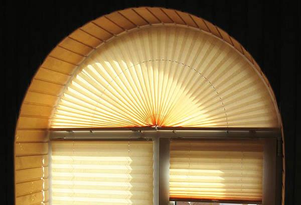 Шторы плиссе для арочного окна