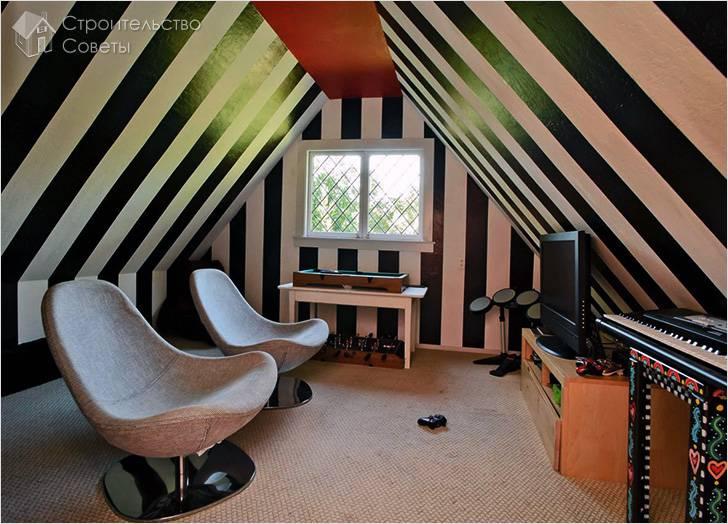 Полосатая игровая комната на чердаке