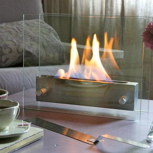 Маленькая кухня-гостиная с камином