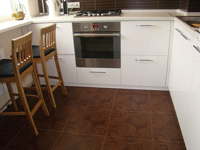Пол из керамической плитки - дизайн кухни в хрущевке