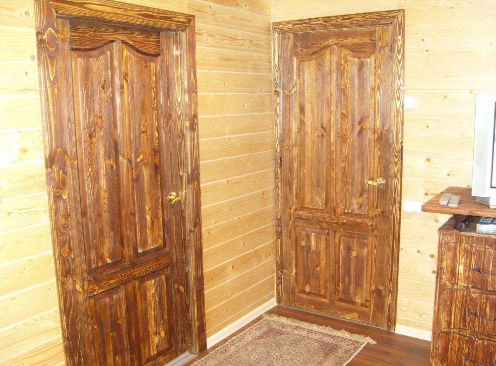 Брашированные двери и мебель из массива сосны