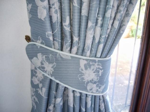 Подхват для шторы из ткани