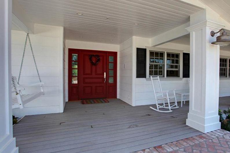 Оформление крыльца в виде террасы для частного дома - фото