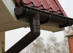 Как правильно провести водосток на крыше