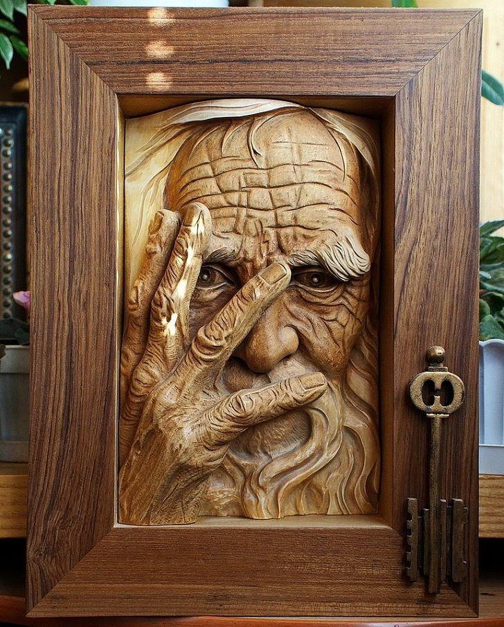 Произведение искусства, сделанное из дерева
