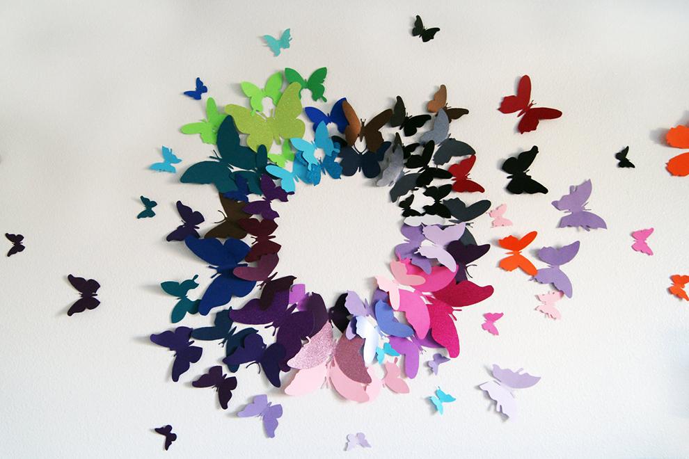 Разноцветные бабочки на стене своими руками