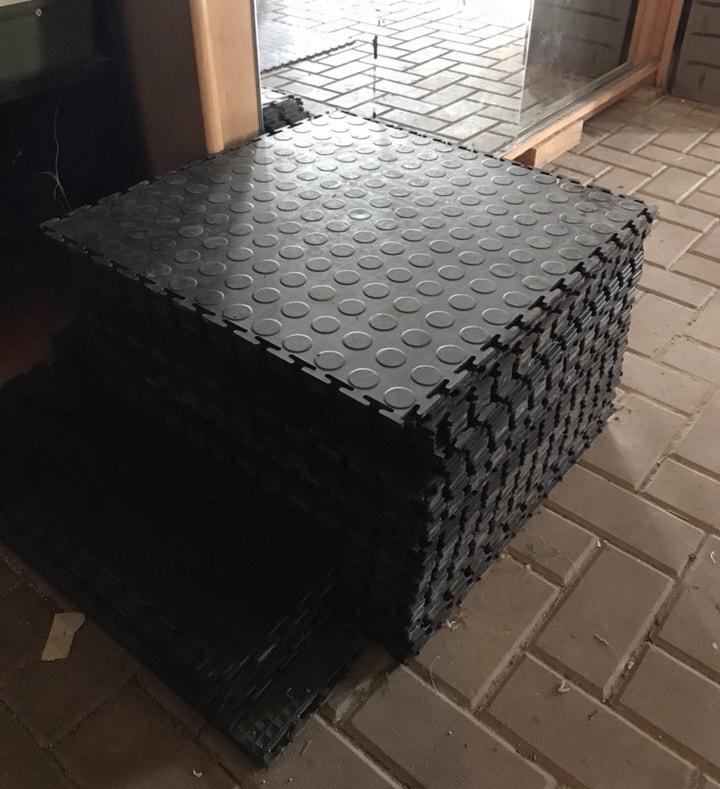Резиновая плитка для пола в гараж