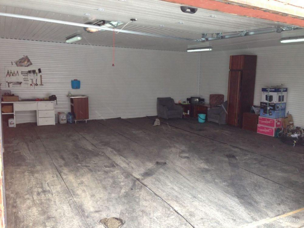Пол в гараже из резиновых рулонов