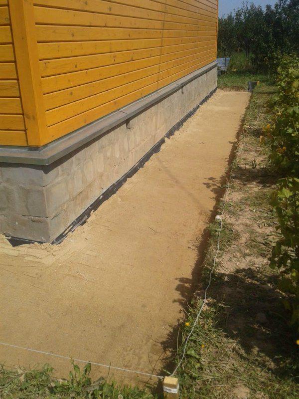 Слой песка исключит повреждение гидроизоляции камешками