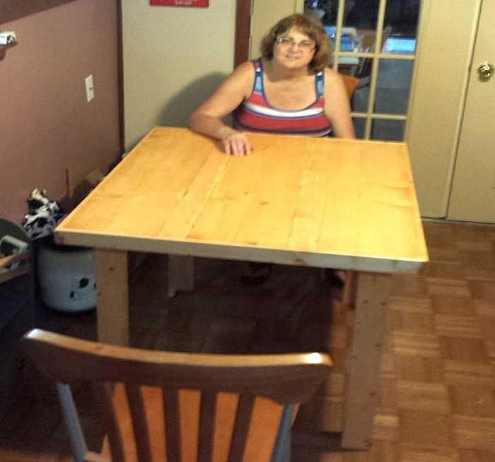 Стол из досок готов