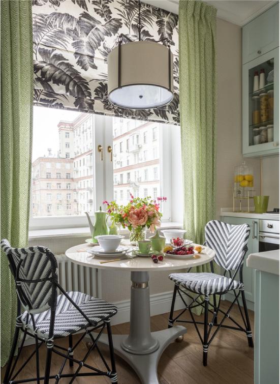 Столовая зона в маленькой кухне