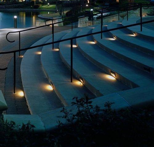 Ступеньки из бетона с освещением
