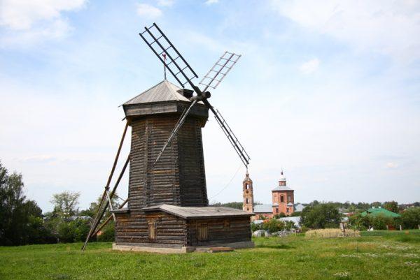 Традиционная мельница с горизонтальным ротором