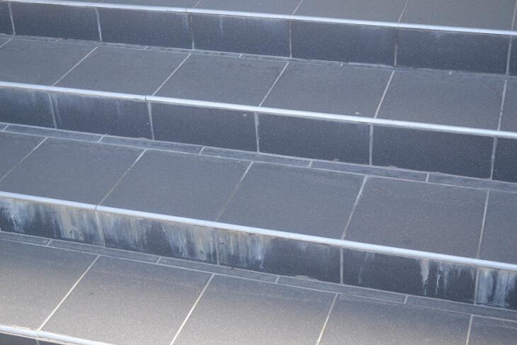 Укладка плитки на ступени крыльца