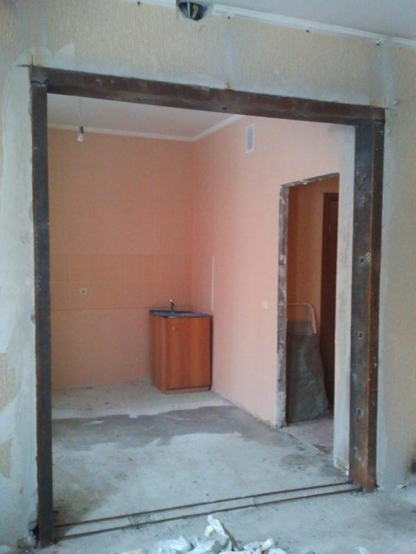 Расширение дверного проёма в несущей стене требует разрешения и соответствующего укрепление проёма