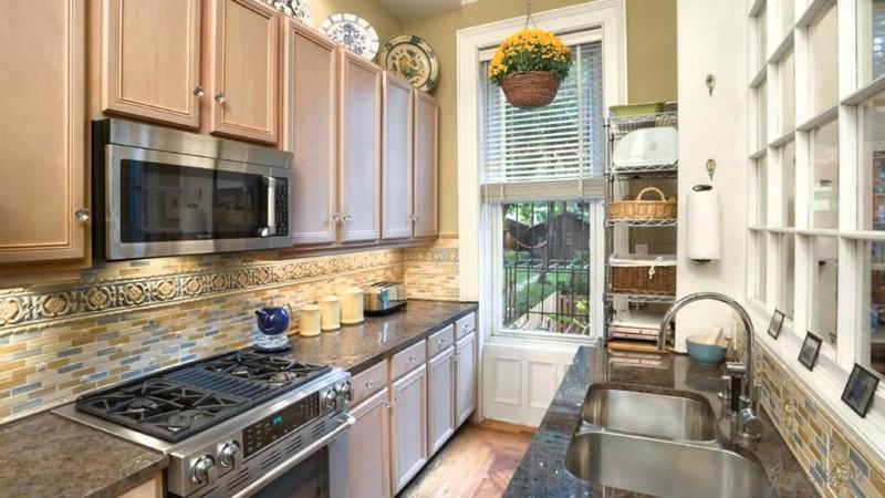 Дизайн узкой кухни: 60+ фото примеров, практические советы по обустройству
