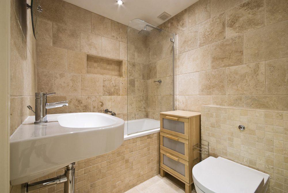 Каменная плитка в ванной