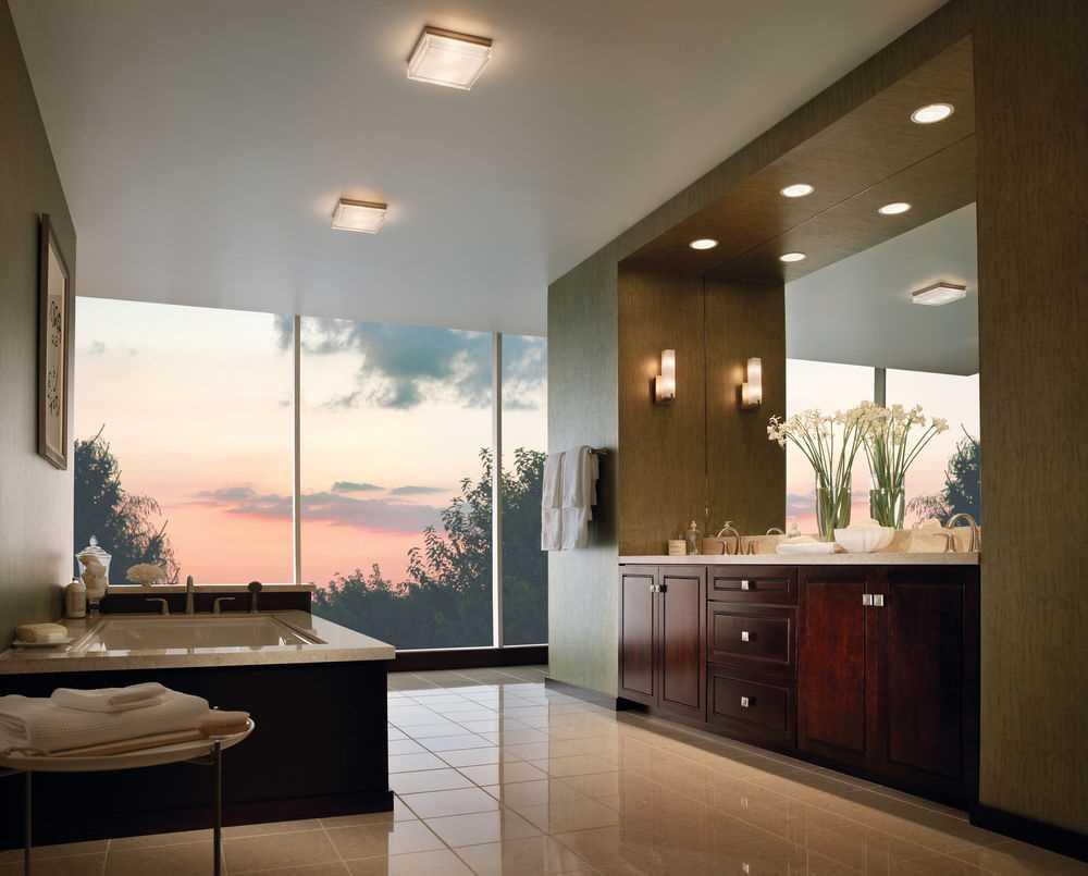 вариант современного дизайна ванной комнаты с окном