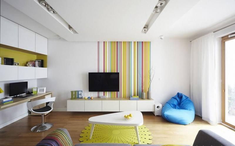 Вертикальные полоски визуально увеличивают высоту потолка