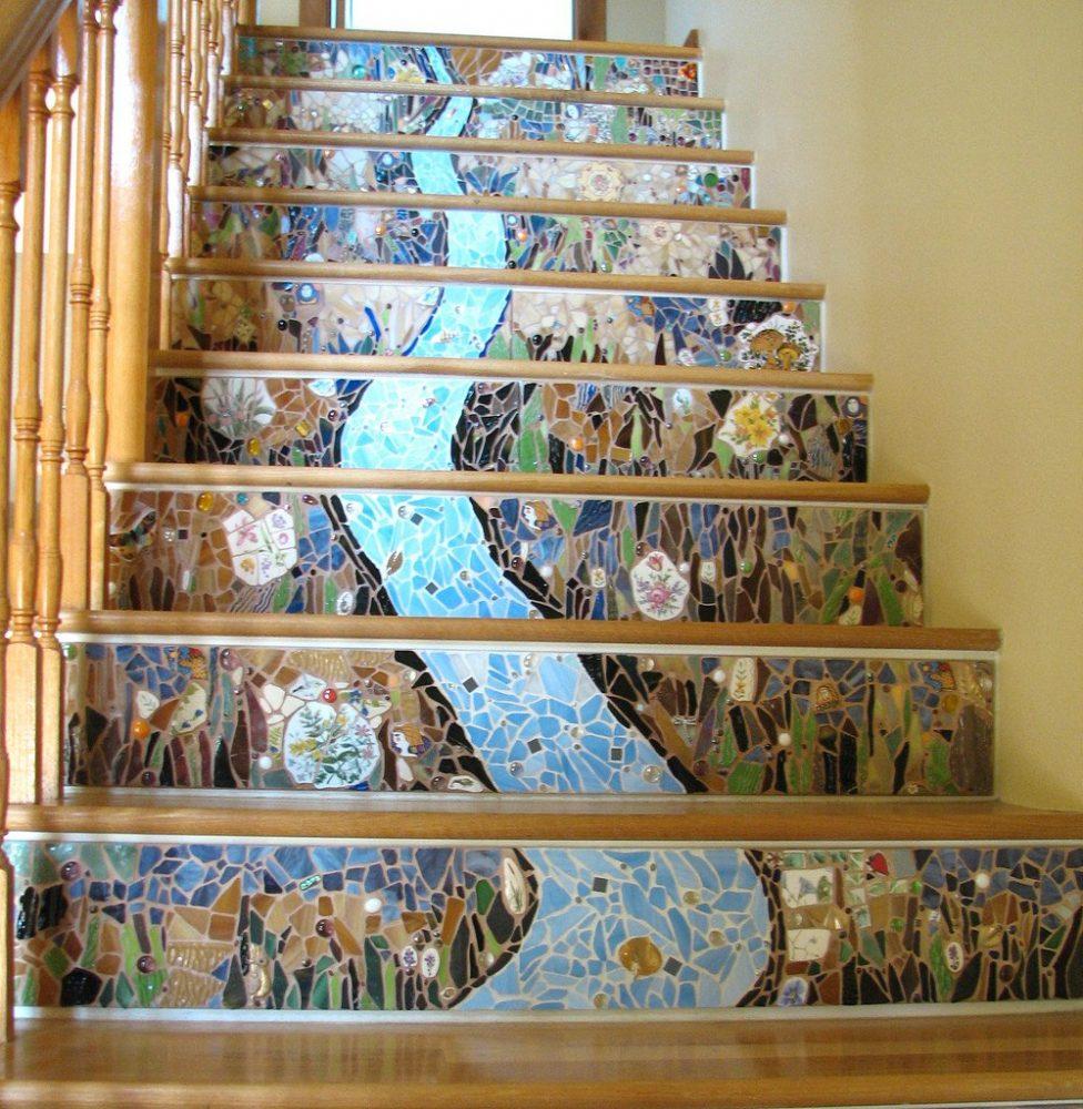 Облицовка ступеней лестницы мозаикой