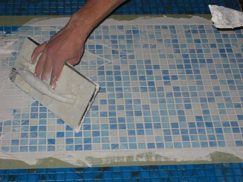 Фотография затирки швов плитки мозаики