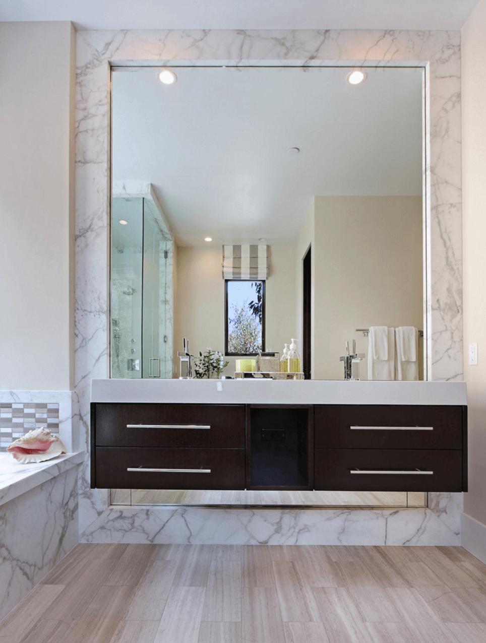 Оригинальный дизайн зеркала в интерьере ванной комнаты - Фото 2